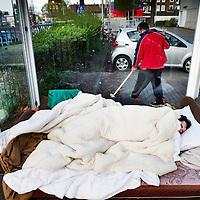 Nederland, Amsterdam, 19 april 2016.<br /> Een aantal vluchtelingen, veelal van Syrische afkomst, die tijdelijk verblijven in de Havenstraat zijn in hongerstaking gegaan.<br /> <br /> A number of refugees, mostly of Syrian origin who reside temporarily in the Havenstraat have gone on hunger strike.<br /> <br /> Foto: Jean-Pierre Jans