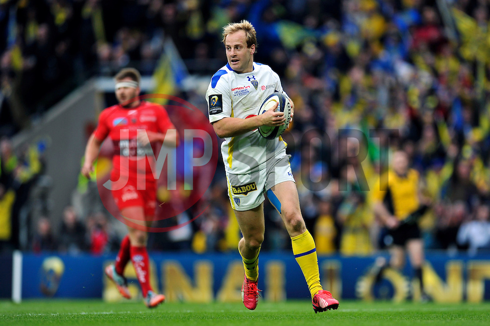 Nick Abendanon of Clermont Auvergne runs in a try in the second half - Photo mandatory by-line: Patrick Khachfe/JMP - Mobile: 07966 386802 02/05/2015 - SPORT - RUGBY UNION - London - Twickenham Stadium - ASM Clermont Auvergne v RC Toulon - European Rugby Champions Cup Final