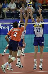 21-09-2000 AUS: Olympic Games Volleybal Nederland - Brazilie, Sydney<br /> Nederland verliest met 3-0 van Brazilie / Reinder Nummerdor, Gustavo Endres