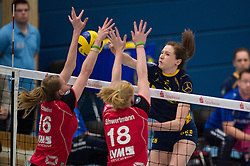 07-12-2014 GER: USC Muenster - Schweriner SC, Munster<br /> Block / Doppelblock Julia Schaefer (#16 Muenster), Leonie Schwertmann (#18 Muenster) - Angriff Lonneke Sloetjes (#5 Schwerin)<br /> <br /> ***NETHERLANDS ONLY***