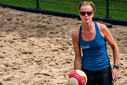 Annemieke Driessen in action. From July 1, competition in the Netherlands may be played again for the first time since the start of the corona pandemic. Nevobo and Sportworx, the organizer of the DELA Eredivisie Beach volleyball, are taking this opportunity with both hands. At sunrise, Wednesday exactly at 5.24 a.m., the first whistle will sound for the DELA Eredivisie opening tournament in Zaandam on 1 July 2020 in Zaandam.