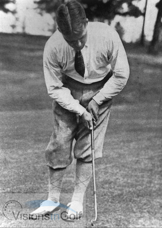 Bobby Jones putting with his original Calamity Jane putter in 1926<br /> Picture Credit: &copy;Visions In Golf / Hobbs Golf Collection