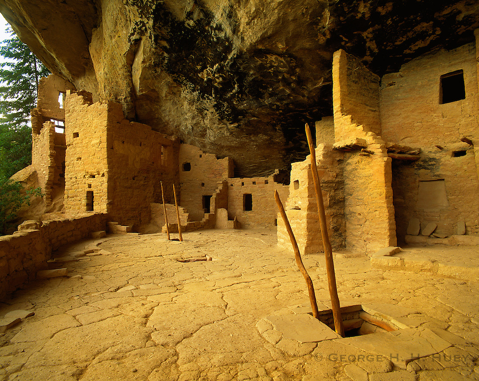 0405-1018LVT ~ Copyright: George H. H. Huey ~ Kiva and roof entrance w/ ladder. Spruce Tree House. Anasazi culture cliff dwelling, occupied 12th/13th century. Mesa Verde National park, Colorado.