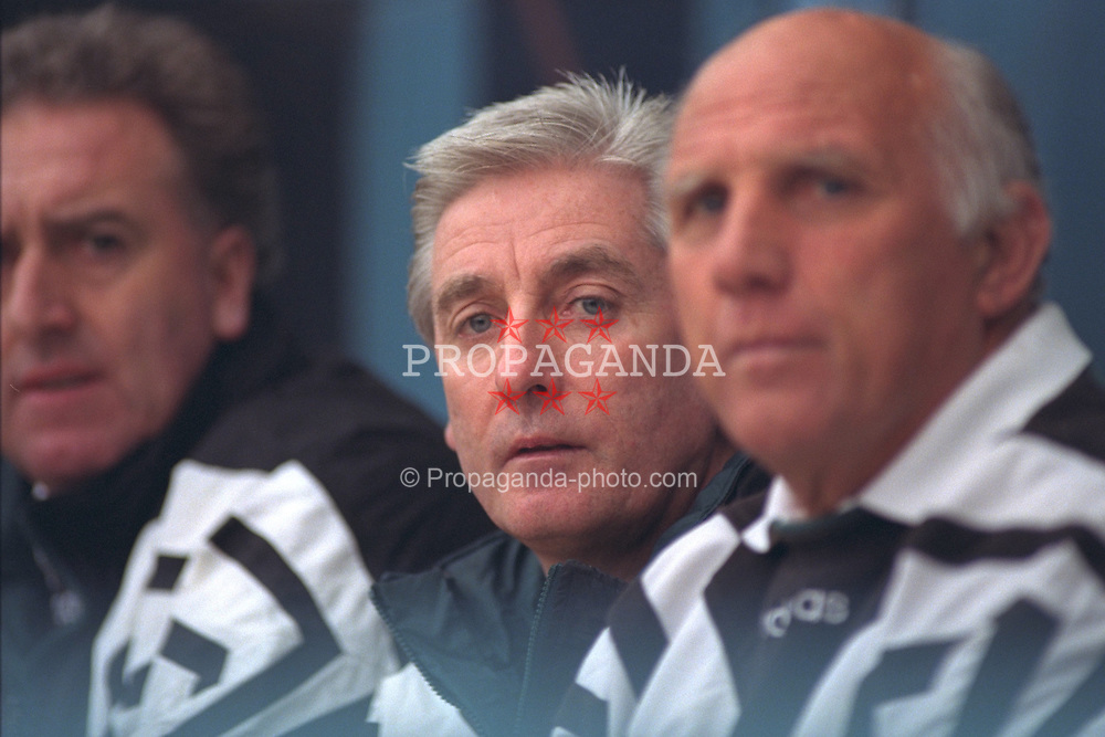 COVENTRY, ENGLAND - Saturday, April 6, 1996: Liverpool's manager Roy Evans with coaches Doug Livermore and Ronnie Moran against Coventry City during the Premiership match at Highfield Road. Coventry won 1-0. (Pic by David Rawcliffe/Propaganda)