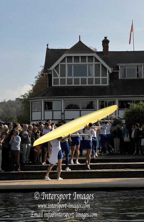 Henley, Great Britain, Row past through the town from the RRM to UTRC,  Olympic celebration, on Sat 11.10.2008. [Mandatory Credit: Peter Spurrier]