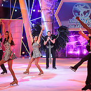 NLD/Hilversum/20130209 - Finale Sterren Dansen op het IJs 2013, Optreden Gerard Joling met veren tooi