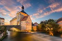 Verbindung zum Altes Rathaus in Bamberg schaffen die Obere und Untere Brücke. Das Gebäude zählt mit seiner Architektur zu den originellsten Rathäusern in Deutschland. Hinzu kommt die einmalige Lage.