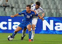 07.09.2010, Stadio Artemio Franchi, Florenz, ITA, UEFA 2012 Qualifier, Italia v Faer Oer, im Bild antonio cassano contrastato da un avversario.EXPA Pictures © 2010, PhotoCredit: EXPA/ InsideFoto/ Massimo Oliva *** ATTENTION *** FOR AUSTRIA AND SLOVENIA USE ONLY! / SPORTIDA PHOTO AGENCY