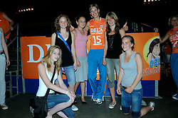 10-05-2008 VOLLEYBAL: DELA MEIDENDAG: APELDOORN<br /> Zo n 1500 meisjes woonden de teampresentatie van het Nederlands vrouwenvolleybalteam bij. De DELA meidendag werd weer een groot succes / Ingrid Visser<br /> ©2008-WWW.FOTOHOOGENDOORN.NL