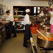 Uitreiking DVD Popeye, keuken restaurant jamie Oliver, Fiftheen.pannen, kok, oven, fornuis, kookplaat,