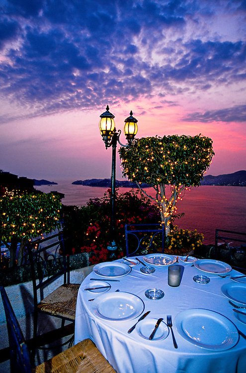Dining al fresco at Restaurant Spicey at sunset, Acapulco, Mexico