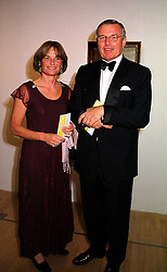 MR & MRS SIMON KESWICK he is a director of Jardine, Matheson Holdings Ltd, at a dinner in London on 1st November 1999.MYJ 54