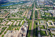 Nederland, Noord-Holland, Amsterdam, 14-06-2012; overzicht Westelijke tuinsteden, rechts Overtoomse veld (tussen ringspoorbaan en A10), links Slotervaart met Sloterplas .Uitgevoerd op basis van het Algemeen Uitbreidingsplan voor Amsterdam (AUP, 1935). Voorbeeld van het Nieuwe Bouwen, open bebouwing in stroken, langwerpige bouwblokken afgewisseld met groenstroken, gebouwd in jaren vijftig en zestig van de 20e eeuw..Overview western garden cities of Amsterdam-west and  recreational lake Sloterplas (t,l).  Constructed on the basis of the General Extension Plan for Amsterdam (AUP, 1935). Example of the New Building (het Nieuwe Bouwen), detached in strips, oblong housing blocks alternated with green areas, built in fifties and sixties of the 20th century...luchtfoto (toeslag), aerial photo (additional fee required).foto/photo Siebe Swart
