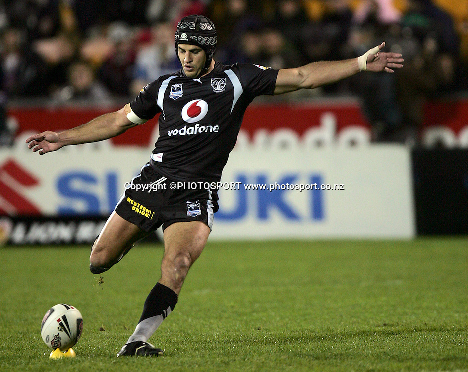 Warriors' Tony Martin kicks a conversion during the NRL rugby league match between the Vodafone Warriors and the Penrith Panthers at Mt Smart Stadium, Auckland on Friday 22 June 2007. Photo: Hagen Hopkins/PHOTOSPORT **NO COMMERCIAL USE**