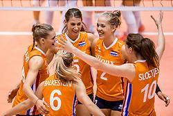 26-08-2017 NED: World Qualifications Bulgaria - Netherlands, Rotterdam<br /> De Nederlandse volleybalsters hebben in Rotterdam het kwalificatietoernooi voor het WK van volgend jaar in Japan ongeslagen afgesloten. Oranje was in z'n laatste wedstrijd met 3-0 te sterk voor Bulgarije: 25-21, 25-17, 25-23. / Nika Daalderop #19 of Netherlands, Robin de Kruijf #5 of Netherlands, Femke Stoltenborg #2 of Netherlands, Lonneke Sloetjes #10 of Netherlands