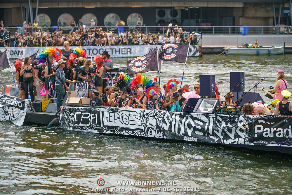 NLD/Amsterdam/20180604 - Gaypride 2018, paradiso boot,