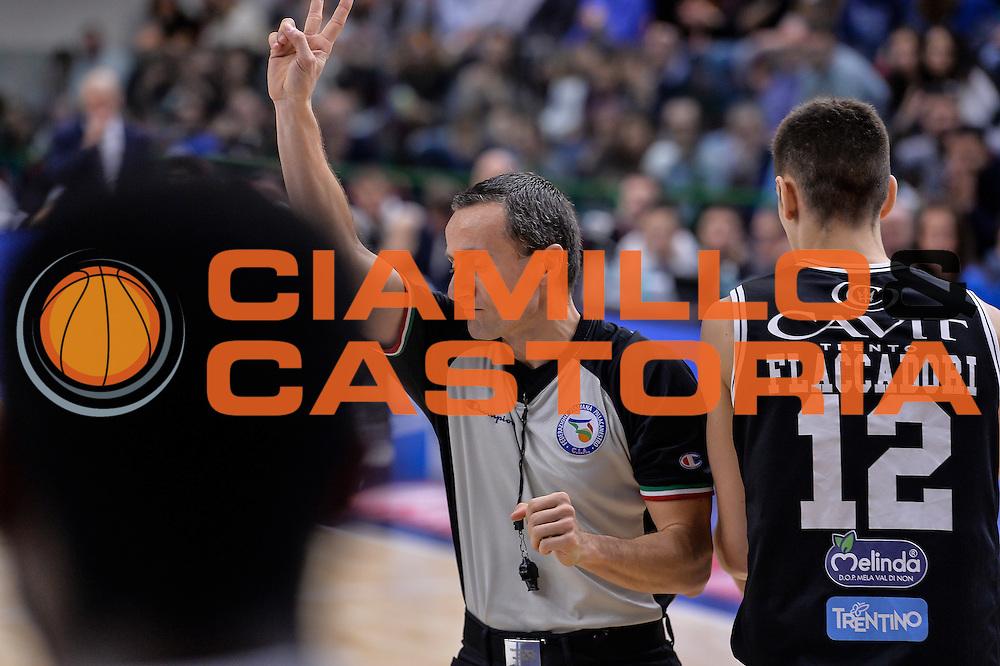 DESCRIZIONE : Campionato 2015/16 Serie A Beko Dinamo Banco di Sardegna Sassari - Dolomiti Energia Trento<br /> GIOCATORE : Alessandro Vicino<br /> CATEGORIA : Arbitro Referee<br /> SQUADRA : AIAP<br /> EVENTO : LegaBasket Serie A Beko 2015/2016<br /> GARA : Dinamo Banco di Sardegna Sassari - Dolomiti Energia Trento<br /> DATA : 06/12/2015<br /> SPORT : Pallacanestro <br /> AUTORE : Agenzia Ciamillo-Castoria/L.Canu