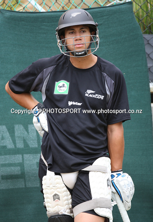 New Zealand batsman Ross Taylor training at Bellerive Oval prior to the 3rd and deciding Chappell Hadlee Trophy match. Hobart, Australia. Wednesday 19 December 2007. <br />Photo: Andrew Cornaga/PHOTOSPORT