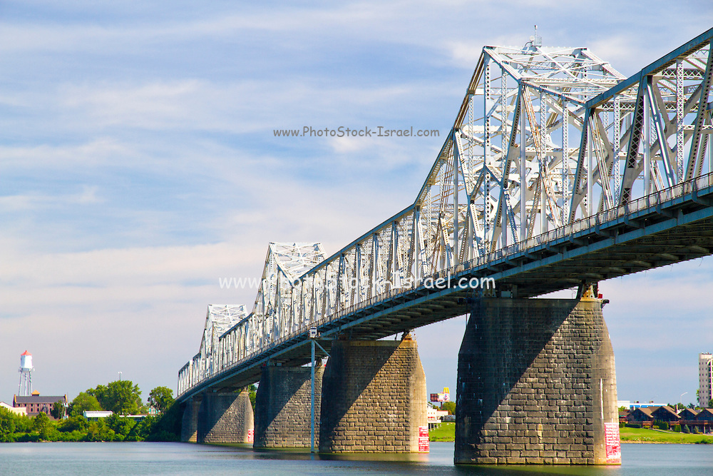 Bridge over the Ohio river between Kentucky and Indiana