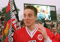 Jan Åge Fjørtoft. FJ…RTOFT, Jan Age   Fu§ballspieler  Eintracht Frankfurt   17.03.01 <br />                        weint zum Abschied von der Eintracht