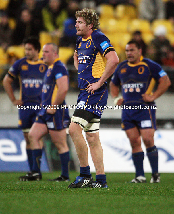 Otago's Adam Thomson waits for Chris Noakes to take the conversion attempt for his last-minute try.<br /> Air NZ Cup Ranfurly Shield match - Wellington Lions v Otago at Westpac Stadium, Wellington, New Zealand. Friday, 31 July 2009. Photo: Dave Lintott/PHOTOSPORT