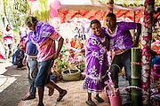 NOUVELLE CALEDONIE, Canala - Coutume du mariage Kanak - Le clan de l'epoux va chercher la femme dans sa tribu - Lorsque les echanges coutumier sont termines, Les femmes de la tribu de l'homme prennent le relais. Elle vont chercher la femme pour la vetir d'une robe violette, et ainsi l'integrer sa nouvelle tribu. elles emporte sa valise contenant ses effet personnel.  De la meme maniere les enfants quittent leur tribu pour rejoindre celle du pere. A ce moment le mariage est celebre. C'est un union, mais c'est aussi une separation car le femme et les enfant quittent les siens.  -  Aire Coutumiere de XARACUU - Canala - Tribu de Nanon-Kenerou - Le Caillou - Septembre 2013