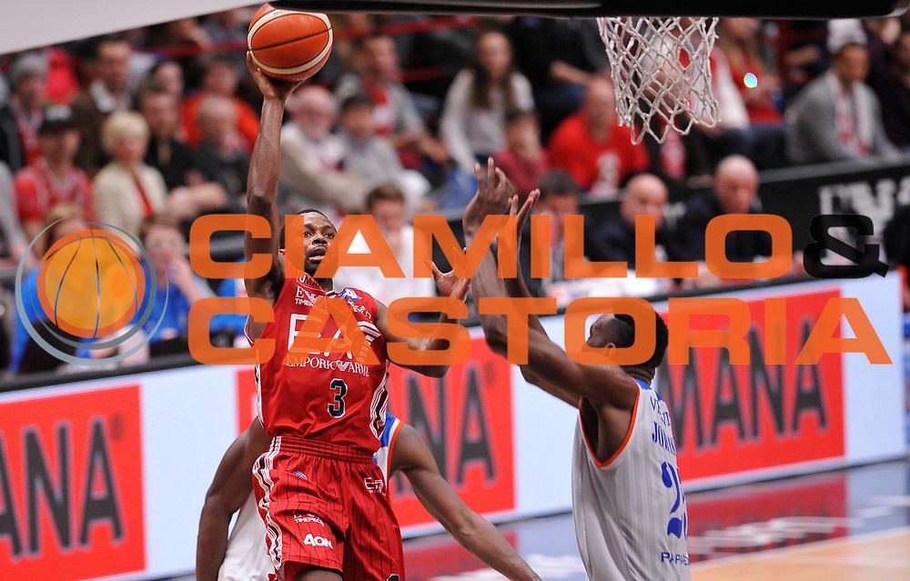 DESCRIZIONE : Beko Legabasket Serie A 2015- 2016 EA7 Emporio Armani Olimpia Milano - Acqua Vitasnella Cantu'<br /> GIOCATORE : Oliver Lafayette<br /> CATEGORIA : tiro penetrazione<br /> SQUADRA : EA7 Emporio Armani Olimpia Milano<br /> EVENTO : Beko Legabasket Serie A 2015-2016<br /> GARA : EA7 Emporio Armani Olimpia Milano - Acqua Vitasnella Cantu'<br /> DATA : 20/03/2016<br /> SPORT : Pallacanestro <br /> AUTORE : Agenzia Ciamillo-Castoria/A.Scaroni