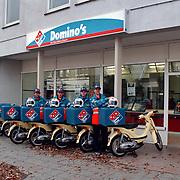 Domino's Pizza Havenstraat 12 Hilversum ext & int, pizza koeriers. brommers