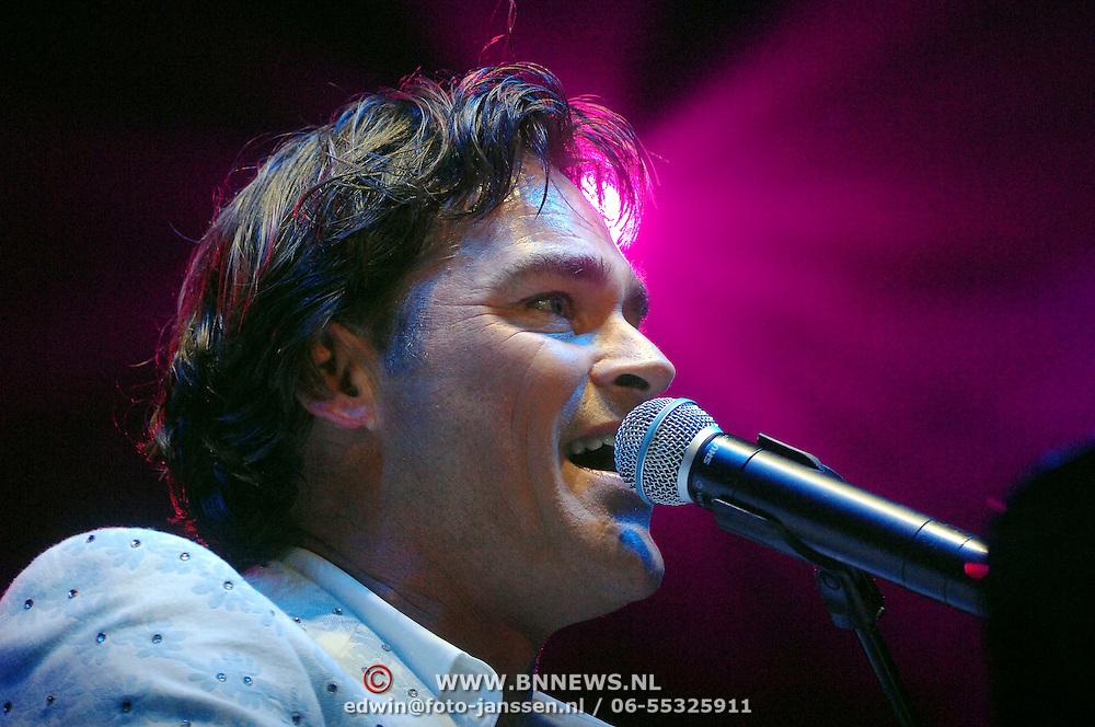 NLD/Amsterdam/20070421 - Concert Tom Jones, optreden Jeroen van der Boom in het voorprogramma
