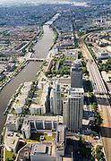 Nederland, Amsterdam, Zuid-As, Omval, 17-06-2008; Rembrandt, Mondriaan en Breitner torens langs rivier de Amstel, aan de Omval; het hoogst is de wolkenkrabber Rembrandttower (achterste), het hoofdkantoor Philips in de Breitnertoren (midden), Delta Lloyd (vooraan); dit gebied vormt het begin van de Zuid-as; rechts van de kantoortorens het Amstelstation, aan het water stadsvilla's en woonboten; in vroeger tijden vormde de Omval een industriegebied. onder andere (cacaofabriek Blooker; zicht op de Amstel met de binenstad in de verte; centrum, rivier, woonarken, ..luchtfoto (toeslag); aerial photo (additional fee required); .foto Siebe Swart / photo Siebe Swart.