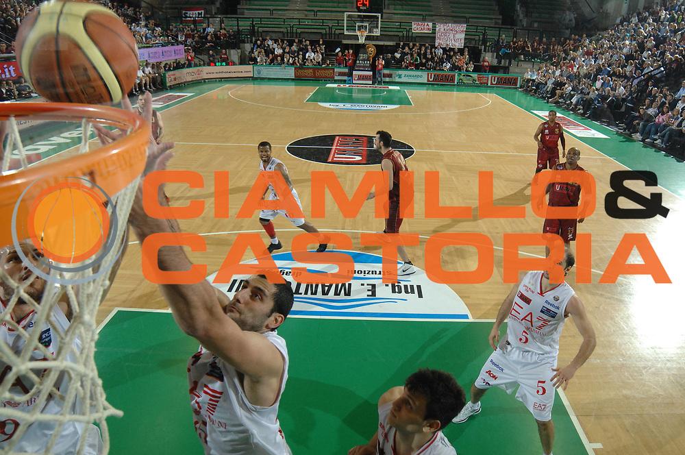 DESCRIZIONE : Treviso Lega A 2011-12 Quarti di Finale Play Off Scudetto Gara 3 Umana Venezia EA7 Emporio Armani Milano<br /> GIOCATORE : joannis bourousis<br /> CATEGORIA :  tiro special<br /> SQUADRA : Umana Venezia EA7 Emporio Armani Milano<br /> EVENTO : Campionato Lega A 2011-2012<br /> GARA : Umana Venezia EA7 Emporio Armani Milano <br /> DATA : 22/05/2012<br /> SPORT : Pallacanestro<br /> AUTORE : Agenzia Ciamillo-Castoria/M.Gregolin<br /> Galleria : Lega Basket A 2011-2012<br /> Fotonotizia :  Treviso Lega A 2011-12 Quarti di Finale Play Off Scudetto Gara 3 Umana Venezia EA7 Emporio Armani Milano<br /> Predefinita :