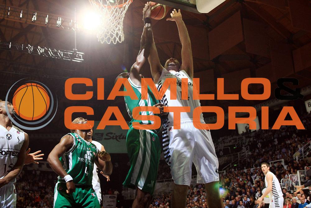 DESCRIZIONE : Bologna Lega A 2008-09 La Fortezza Virtus Bologna Montepaschi Siena<br /> GIOCATORE : Roberto Chiacig<br /> SQUADRA : La Fortezza Virtus Bologna<br /> EVENTO : Campionato Lega A 2008-2009<br /> GARA : La Fortezza Virtus Bologna Montepaschi Siena<br /> DATA : 16/04/2009<br /> CATEGORIA : tiro<br /> SPORT : Pallacanestro<br /> AUTORE : Agenzia Ciamillo-Castoria/G.Livaldi