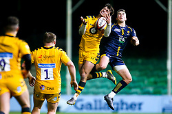 Tom Bacon of Wasps A challenges Luke Scully of Worcester Cavaliers - Mandatory by-line: Robbie Stephenson/JMP - 16/12/2019 - RUGBY - Sixways Stadium - Worcester, England - Worcester Cavaliers v Wasps A - Premiership Rugby Shield