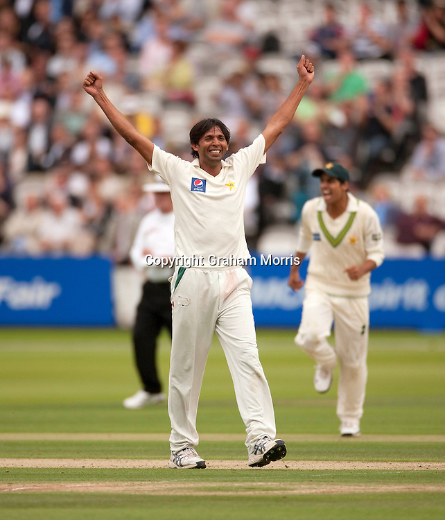 Michael Clarke is lbw Mohammad Asif (celebrating) during the MCC Spirit of Cricket Test Match between Pakistan and Australia at Lord's.  Photo: Graham Morris (Tel: +44(0)20 8969 4192 Email: sales@cricketpix.com) 13/07/10