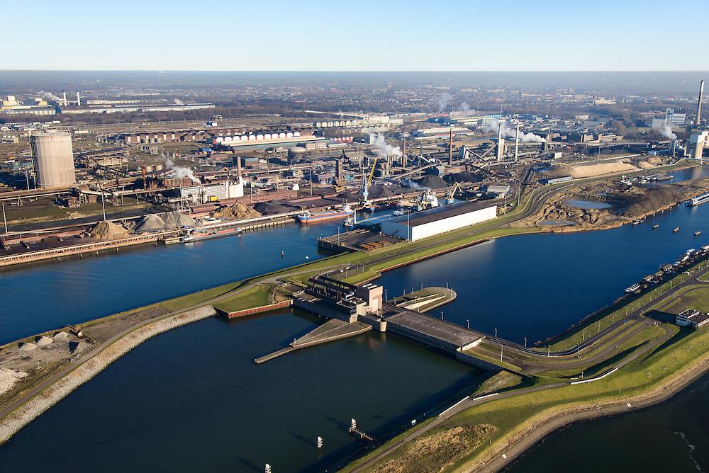 Nederland, Noord-Holland, IJmuiden, 11-12-2013;  sluizencomplex en ingang Noorzeekanaal. De spuisluis met Tata Steel in de achtergrond.<br /> Entrance  Noorzee-channel, discharge sluice, w. Tata Steel in the background.<br /> luchtfoto (toeslag op standaard tarieven);<br /> aerial photo (additional fee required);<br /> copyright foto/photo Siebe Swart.