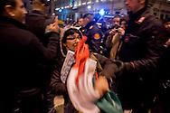 Roma 7 Gennaio 2014<br /> Attivisti, dell'associazione Catena Umana, hanno tentato di montare delle tende sul marciapiede di via del Corso, davanti a Palazzo Chigi , sede del Governo, per protestare contro &laquo;la casta politica&raquo;. Il tentativo &egrave; stato bloccato dalle forze dell'ordine che hanno sequestrato due tende, e fermato  per controlli gli attivisti. I manifestanti vengono portati via dalla polizia<br /> Rome January 7, 2014<br /> Activists of the Human Chain Association, have attempted to assemble the tents on the sidewalk of Via del Corso, in front of Palazzo Chigi, seat of government, to protest against &quot;political class.&quot; The attempt has been blocked by the police who seized two tents, and stopped for checks  activists. The protesters were taken away by police