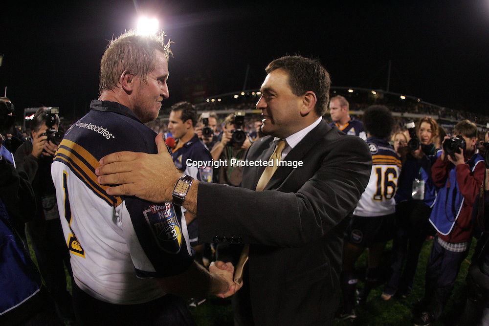 22 May, 2004. Super 12 Final, Canberra Stadium, Canberra ACT, Australia.<br /> Bill Young and Brumbies coach, David Nucifora.<br /> The Brumbies defeated the Crusaders  48-37<br /> Please credit: Andrew Cornaga/Photosport