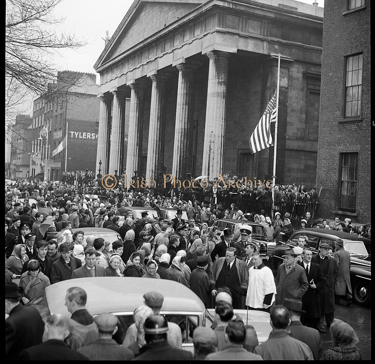 Ireland mourns President Kennedy. Thousands attended requiem Masses all over the country and businesses, schools and universities were closed. The picture shows crowds leaving the Pro-Cathedral after the Requiem Mass which was attended by Mrs de Valera, Taoiseach Sean Lemass, members of the government and of the diplomatic corps. .26.11.1963