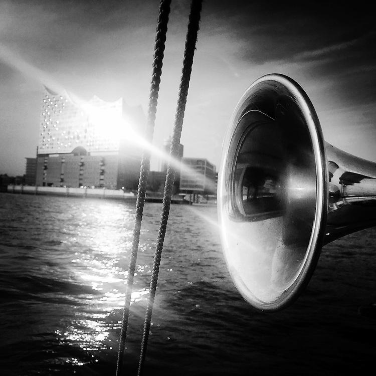 Germany - Deutschland - Mobile Digital Diary HAMBURG (photos taken with iPhone) HIER: Bootsfahrt Hamburger Hafen - Elbphilharmonie mit Schiffshorn, 22.09.2016; © Christian Jungeblodt