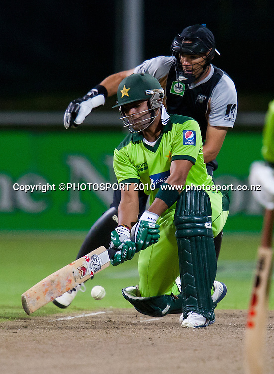 Umar Akmal bats during New Zealand Black Caps v Pakistan, Match 2, won by NZ by 39 runs. Twenty 20 Cricket match at Seddon Park, Hamilton, New Zealand. Tuesday 28 December 2010. . Photo: Stephen Barker/PHOTOSPORT