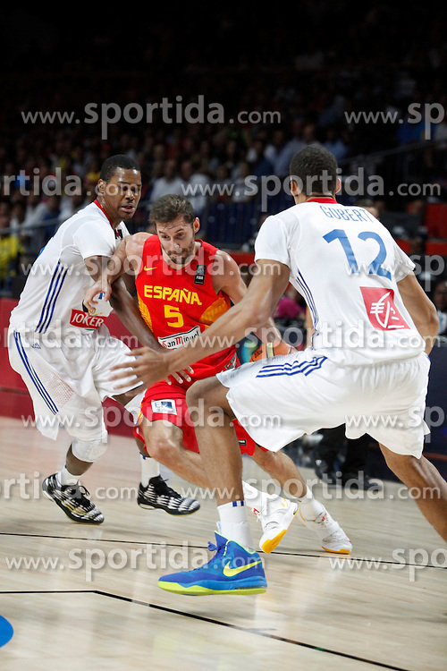 10.09.2014, Palacio de los deportes, Madrid, ESP, FIBA WM, Frankreich vs Spanien, Viertelfinale, im Bild Spain´s Rudy Fernandez (C) and France´s Pietrus and Gobert // during FIBA Basketball World Cup Spain 2014 Quarter-Final match between France and Spain at the Palacio de los deportes in Madrid, Spain on 2014/09/10. EXPA Pictures © 2014, PhotoCredit: EXPA/ Alterphotos/ Victor Blanco<br /> <br /> *****ATTENTION - OUT of ESP, SUI*****