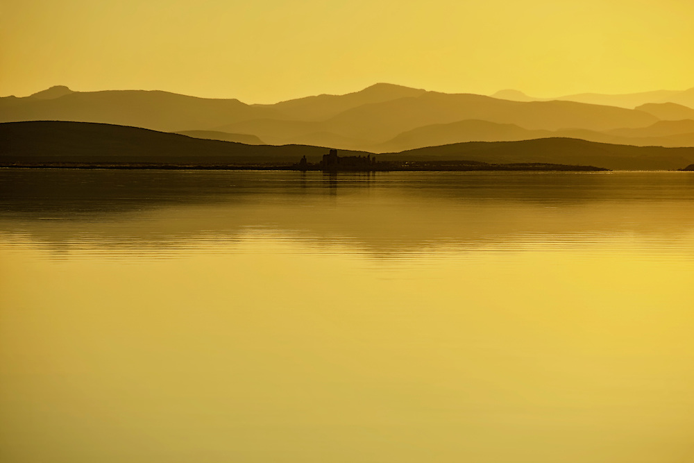 After sunset at El-Mansour Eddabbi dam, Ouarzazate, Morocco.