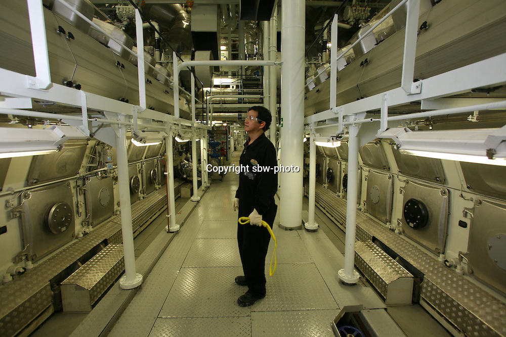 Oasis Of The Seas Launch Sbwphoto Archive - Largest cruise ship engines