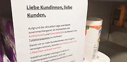 13.03.2020, Freiburg, GER, Coronavirus in Deutschland, Hamsterkauf im Supermarkt, aufgrund der Ausbreitung des Corona Virus kaufen die Menschen überdurschnittlich viel Lebesmittel und Hygieneartikel ein was zu Hamsterkäufen in den Supermärkten fürt, im Bild Toilettenpapier, Knappheit, Hinweis, Info // during buying hamsters in the supermarket, the Due to the spread of the Corona Virus, people buy a lot of food and hygiene products, which leads to hamster purchases. in Freiburg, Germany on 2020/03/13. EXPA Pictures © 2020, PhotoCredit: EXPA/ Eibner-Pressefoto/ Fleig<br /> <br /> *****ATTENTION - OUT of GER*****