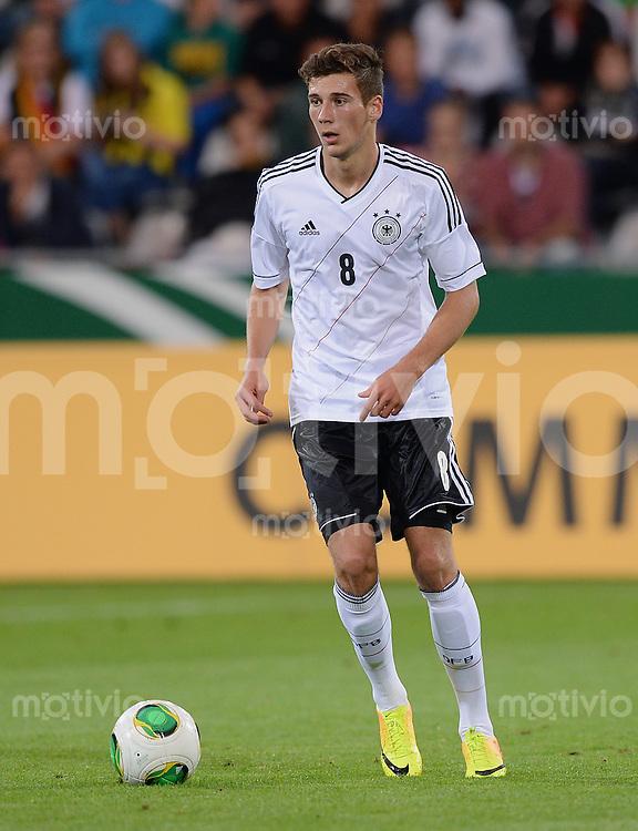 FUSSBALL INTERNATIONAL Laenderspiel Freundschaftsspiel U 21   Deutschland - Frankreich     13.08.2013 Leon Goretzka (Deutschland) am Ball
