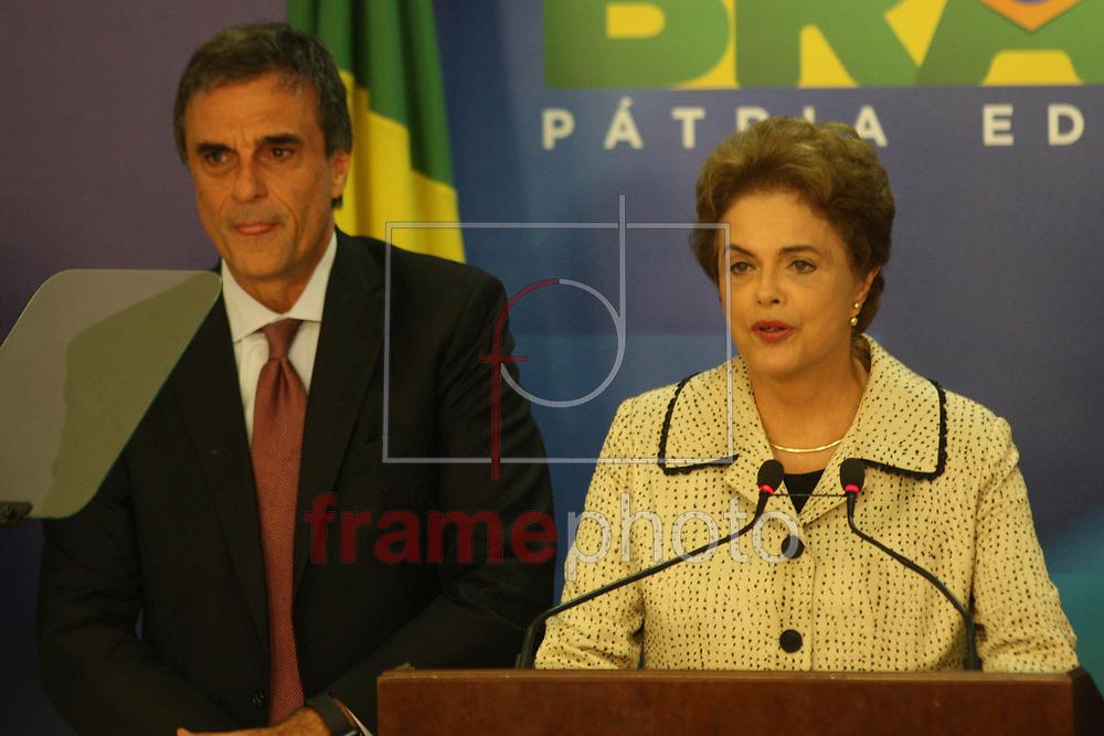 Brasilia, Presidenta Dilma Roussef acompanhada de ministros, fala á imprensa sobre a vigesima fase da operacao lava jato que obrigou o ex Presidente Lula á prestar depoimento á PF. Foto: Joel Rodrigues/FramePhoto
