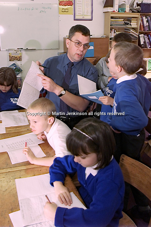 Alan Gibbons, childrens author & teacher....©Martin Jenkinson, tel 0114 258 6808 mobile 07831 189363 email martin@pressphotos.co.uk. Copyright Designs & Patents Act 1988, moral rights asserted credit required. NUJ terms & conditions apply, no part of this image to be stored, reproduced, manipulated or transmitted to third parties by any means without written permission