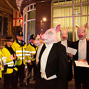 8 men dressed in tuxedos and wearing pigs heads tried to join the Lord Mayor's Banquet in London, pointing out that the banquet is for the 1 % of society and not the 99%.
