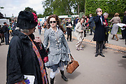ELENA BONHAM-CARTER; HELENA BONHAM-CARTER; BILL NIGHY; , Press and VIP viewing day. Chelsea Flower show, Royal Hospital Grounds. Chelsea. London. 18 May 2009