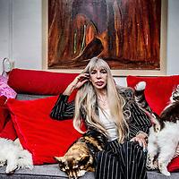 Nederland, Amsterdam, 20 mei 2016.<br /> Metje Blaak (66) is schrijfster, filmmaker en fotograaf, maar was in het verleden ook prostituee en vertelde hier meermalen openlijk over in de media. Na meer dan tien boeken vond Metje het tijd voor de autobiografie Wij Metje Blaak, een boek over haar turbulente leven als prostituee, maar ook over&nbsp;de tijd daarna. &quot;De wereld buiten de prostitutie is harder dan daarbinnen.&quot;&nbsp;<br /> <br /> <br /> Foto: Jean-Pierre Jans